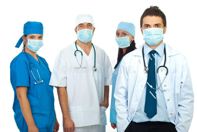 Groep artsen met maskers royalty-vrije stock afbeeldingen