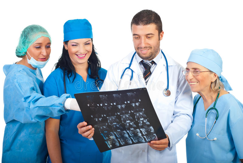 Groep artsenbespreking over MRI royalty-vrije stock foto