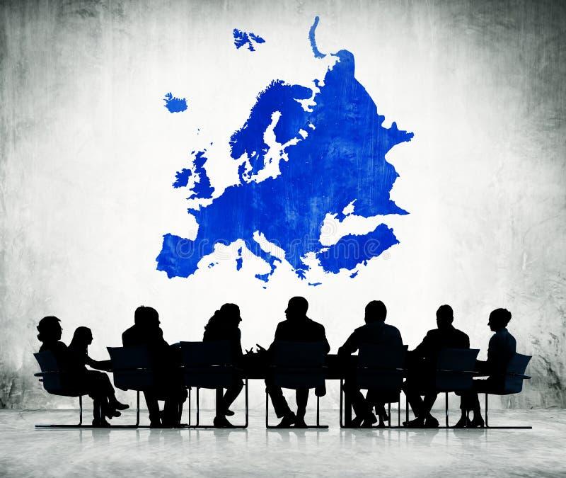 Groep bedrijfsmensen die een vergadering over globale zaken hebben vector illustratie