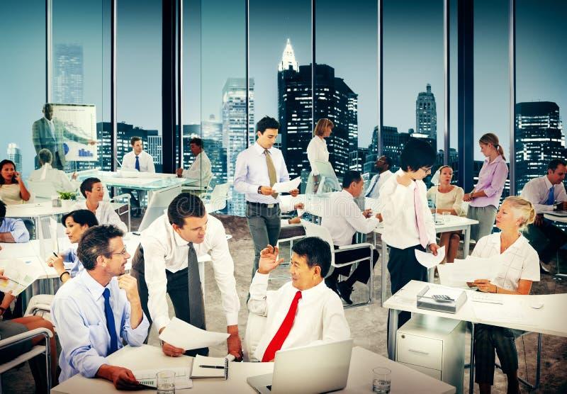 Groep Bedrijfsmensen die het Concept van de Bureauvergadering werken royalty-vrije stock afbeelding