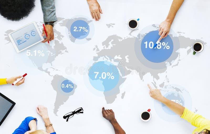 Groep Bedrijfsmensen die Wereldmarkt bespreken stock foto