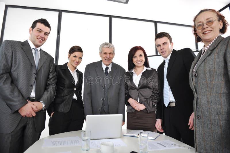 Groep bedrijfsmensen status royalty-vrije stock foto's