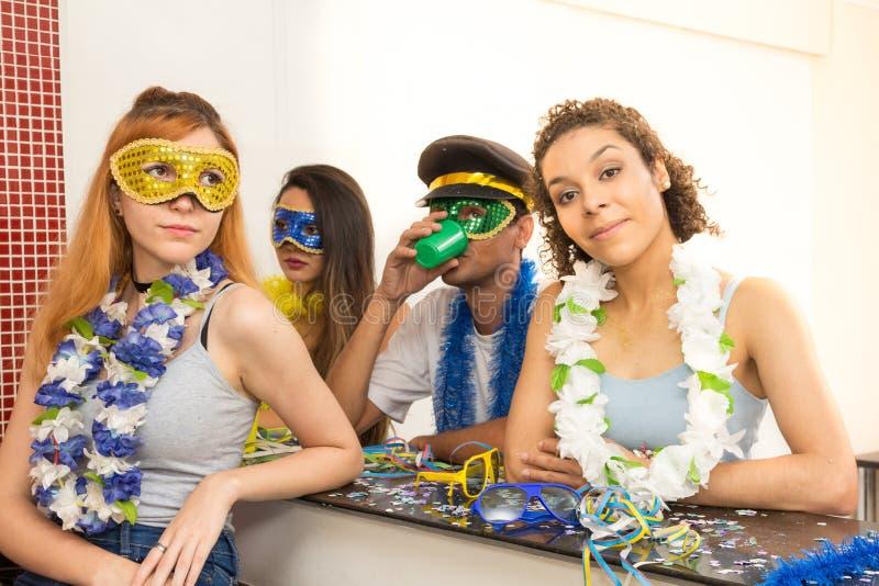 Groep Brazilianen die kostuum dragen bij Carnaval-partij Peopl royalty-vrije stock foto's