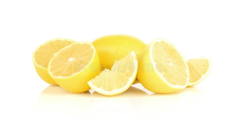 Groep citroenen op wit wordt geïsoleerd dat royalty-vrije stock foto's