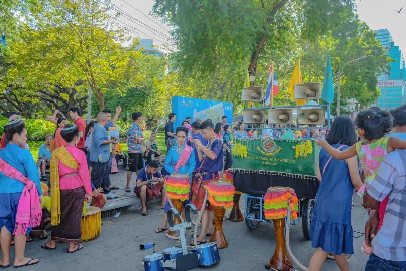 Groep de Paradeuitvoerders van Thailand in het Toerismefestival van Thailand bij Park van het Centrale park het 'Lumphini van Ban stock fotografie