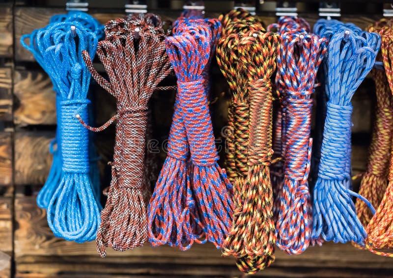 Groep de visserij van en het beklimmen van kabels en knopen en lijnen stock fotografie