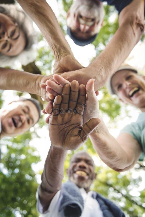 Groep die Hogere Pensionering Samenhorigheidsconcept uitoefenen stock foto's