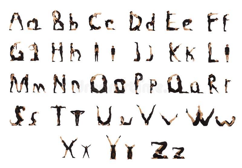 Groep die zwarte geklede mensen de brieven vormt stock foto