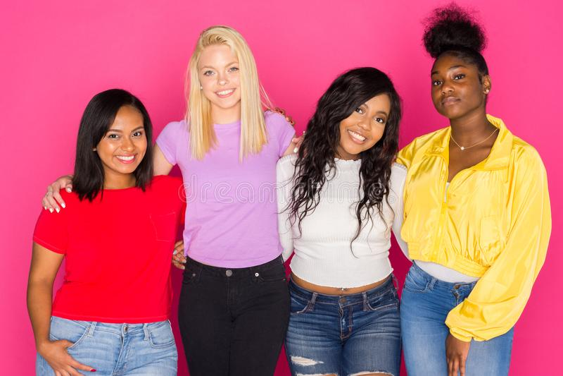 Groep Diverse Tienervrienden stock foto
