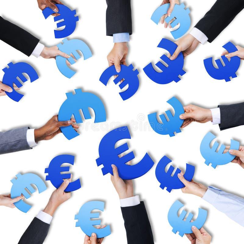 Groep Europees de Muntsymbool van de Handenholding stock foto's