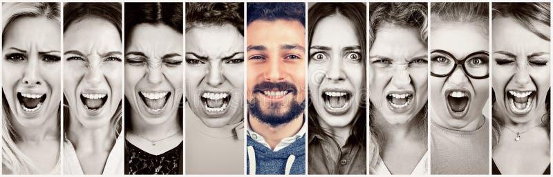 Groep gefrustreerde beklemtoonde boze vrouwen en een gelukkige glimlachende baardman stock afbeeldingen