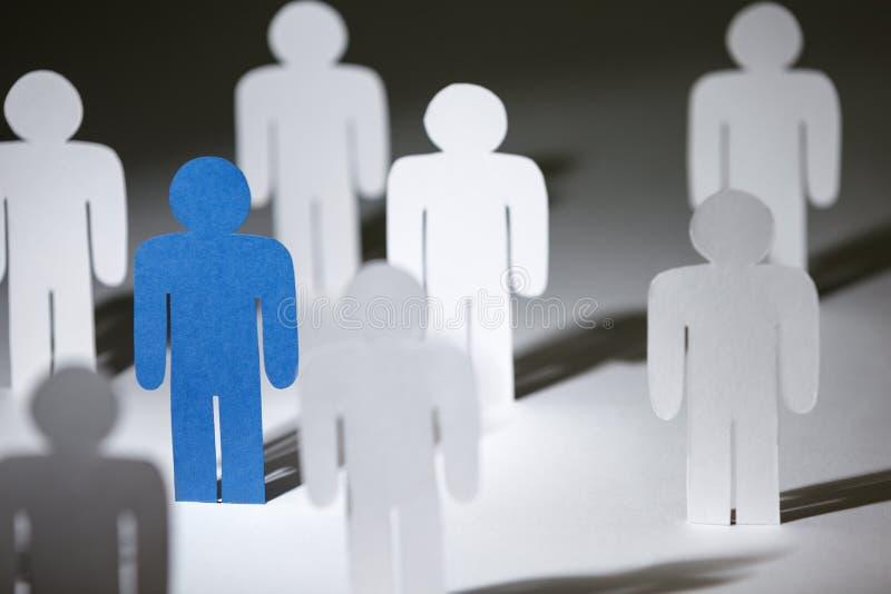 Groep gelijkaardige document mensen met blauwe  stock fotografie