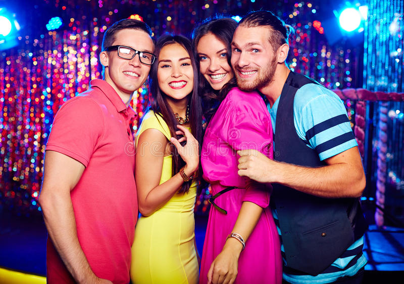 Groep gelukkige clubbers royalty-vrije stock afbeeldingen