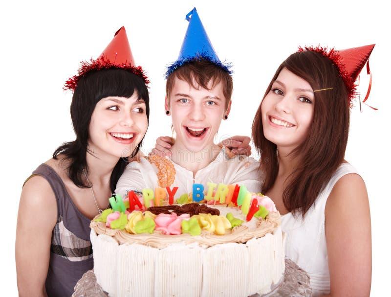 Groep gelukkige jonge mensen met cake. stock fotografie