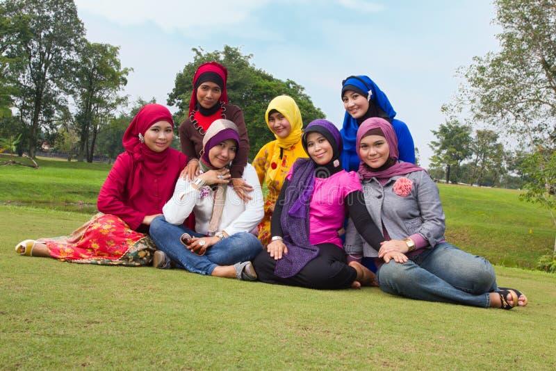 Groep gelukkige moslimvrouwen. royalty-vrije stock foto's