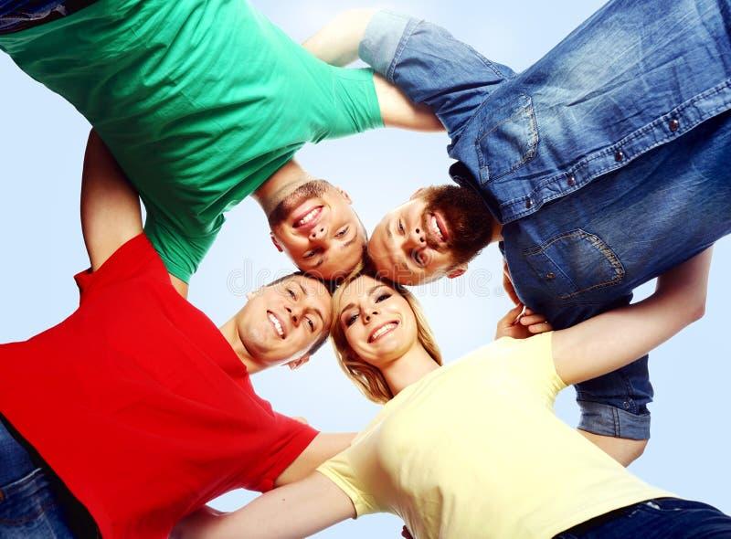 Groep gelukkige studenten die samen blijven Onderwijs, universiteit: stock foto
