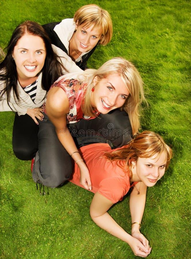 Groep gelukkige vrienden royalty-vrije stock foto's
