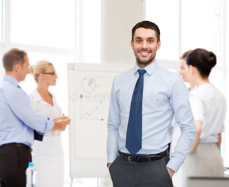 Groep glimlachende zakenlieden met smartboard royalty-vrije stock afbeelding