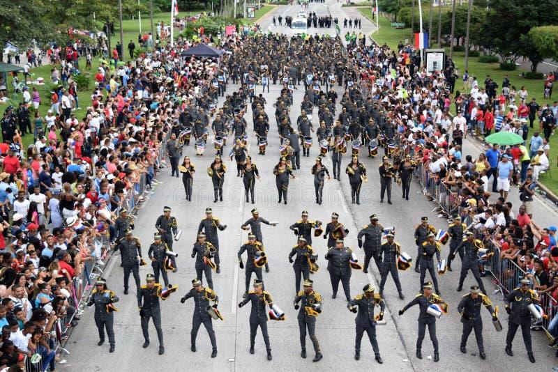 Groep het paraderen voor patriottische dagen in Panama stock afbeeldingen