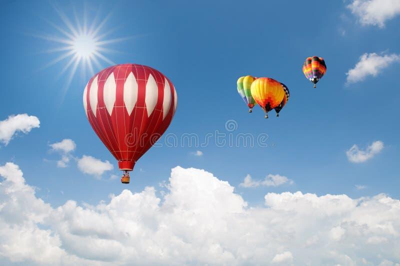 Groep Hete luchtballons over mooie hemel royalty-vrije stock foto's
