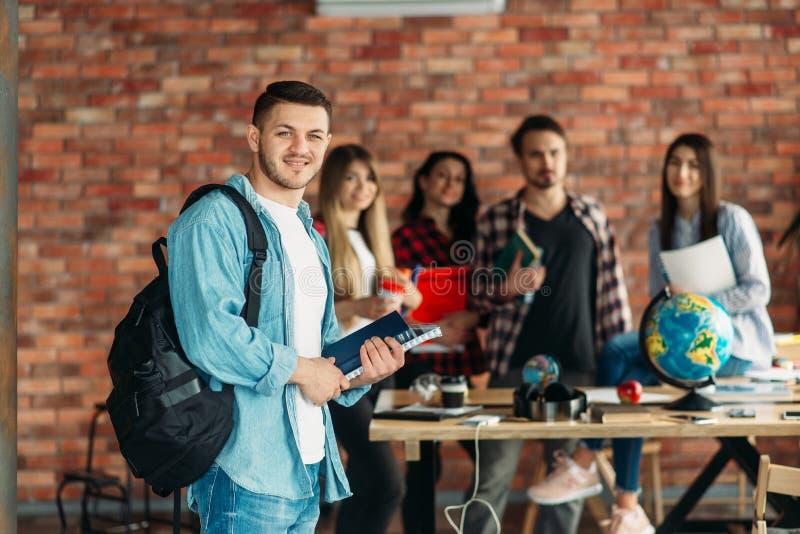 Groep hoge schoolstudenten met handboeken, team royalty-vrije stock foto