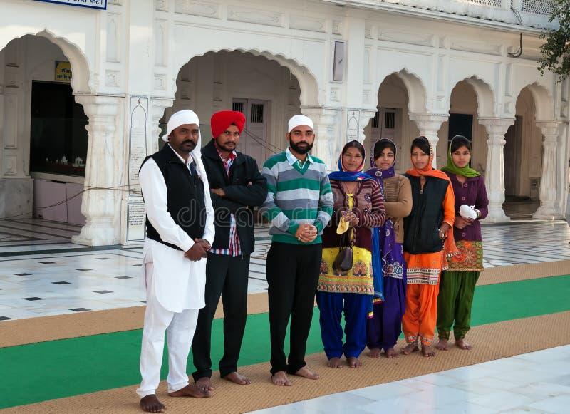 Groep Indische mensen in Gouden Tempel amritsar India stock afbeelding