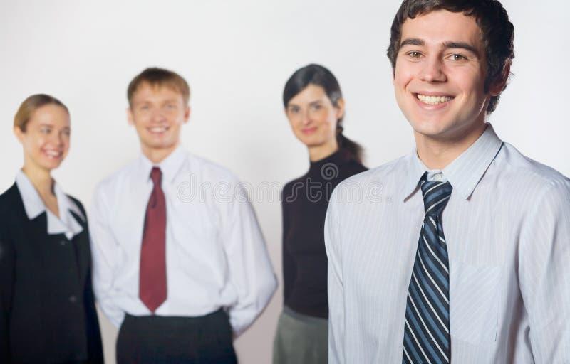 Groep jong gelukkig glimlachend commercieel team stock foto's