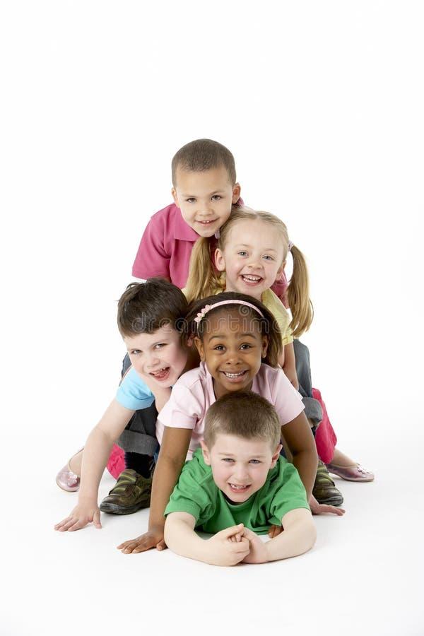 Groep Jonge Kinderen in Studio royalty-vrije stock afbeeldingen