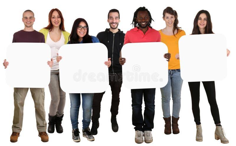 Groep jonge multi etnische mensen die copyspace voor vier le houden stock foto's
