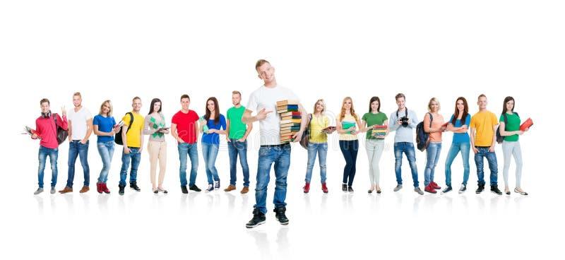 Groep jonge tienerdiemensen op wit worden geïsoleerd royalty-vrije stock afbeeldingen