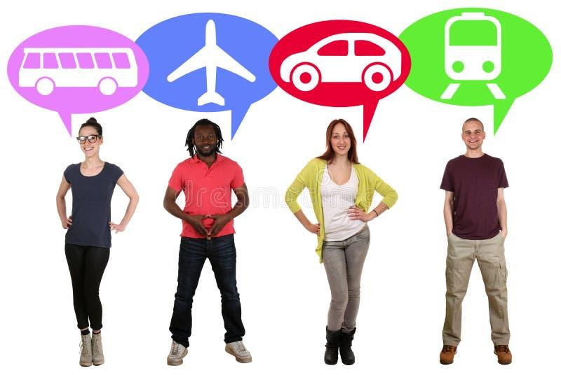 Groep jongeren die bus, trein, auto of vliegtuig kiezen royalty-vrije stock afbeeldingen