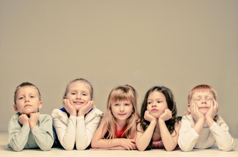 Groep kinderen royalty-vrije stock afbeeldingen