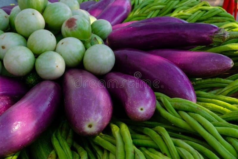 Groep Kleurrijke groenten op een mand Het eten kwaliteit met gezond stock fotografie
