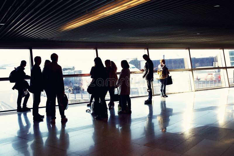 Groep mensen in een luchthaven royalty-vrije stock foto's