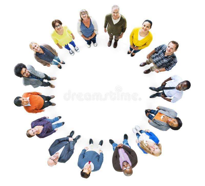 Groep Multi-etnische Mensen die omhoog kijken stock afbeelding