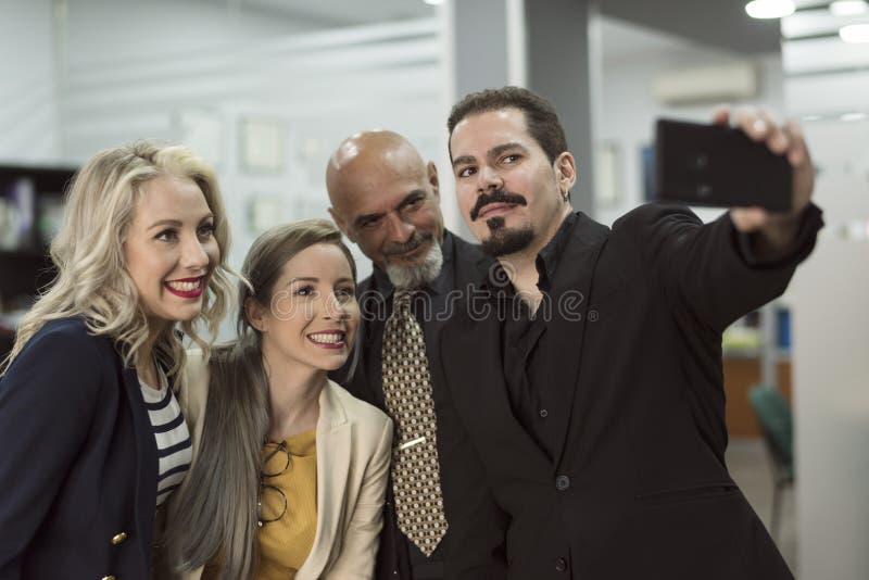 Groep partners in bureau die selfie nemen royalty-vrije stock foto