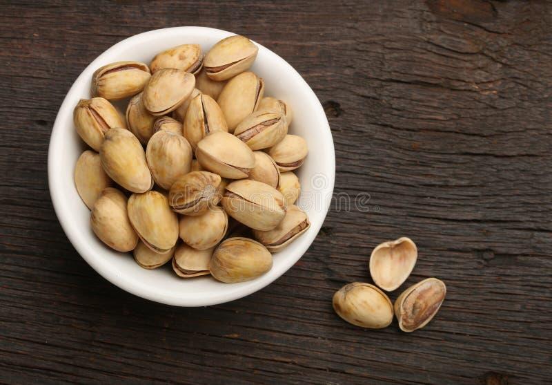 Groep pistaches in een kom royalty-vrije stock foto