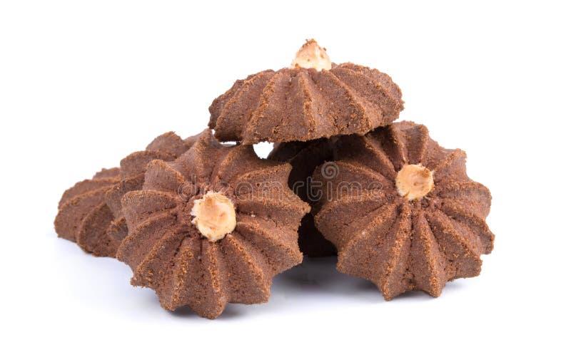Groep smakelijke die chocoladekoekjes op witte achtergrond wordt geïsoleerd royalty-vrije stock afbeeldingen