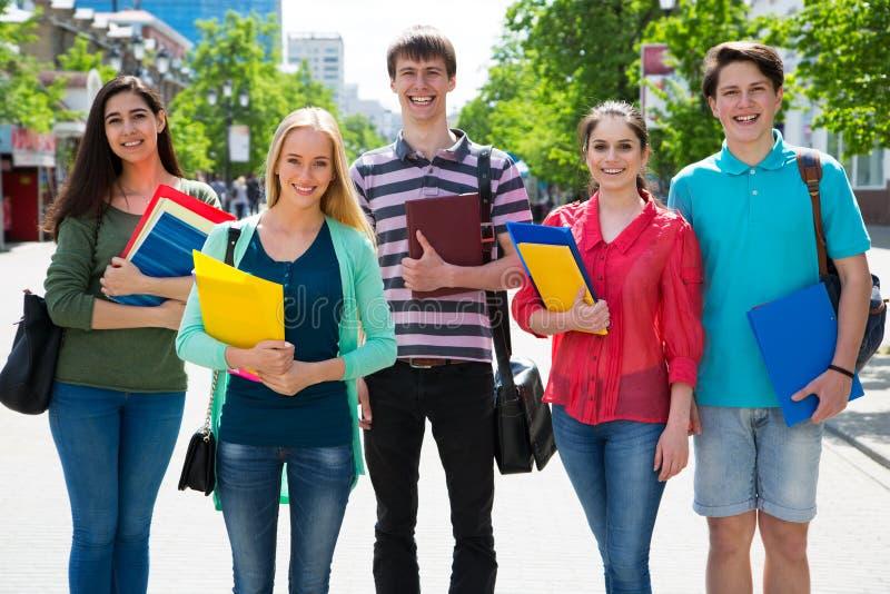 Groep student openlucht royalty-vrije stock fotografie
