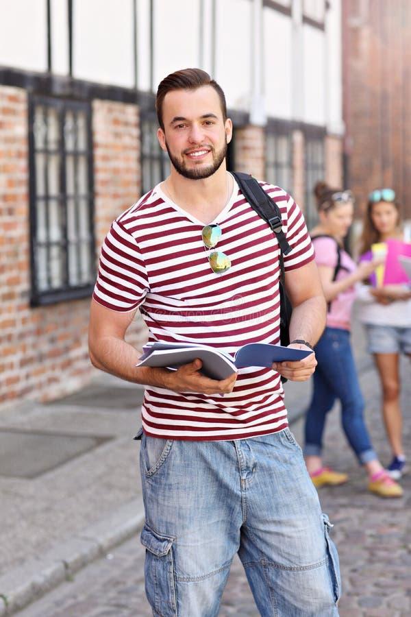 Groep studenten in de campus royalty-vrije stock foto