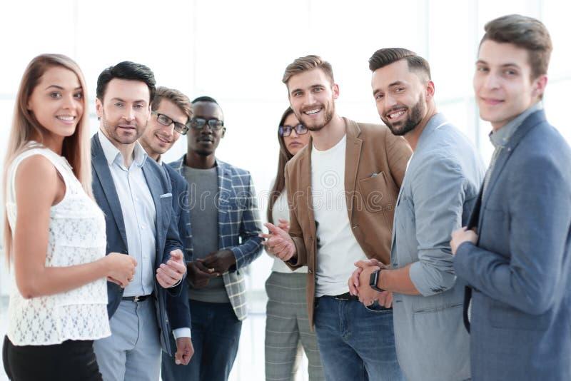 Groep succesvolle jonge werknemers royalty-vrije stock fotografie