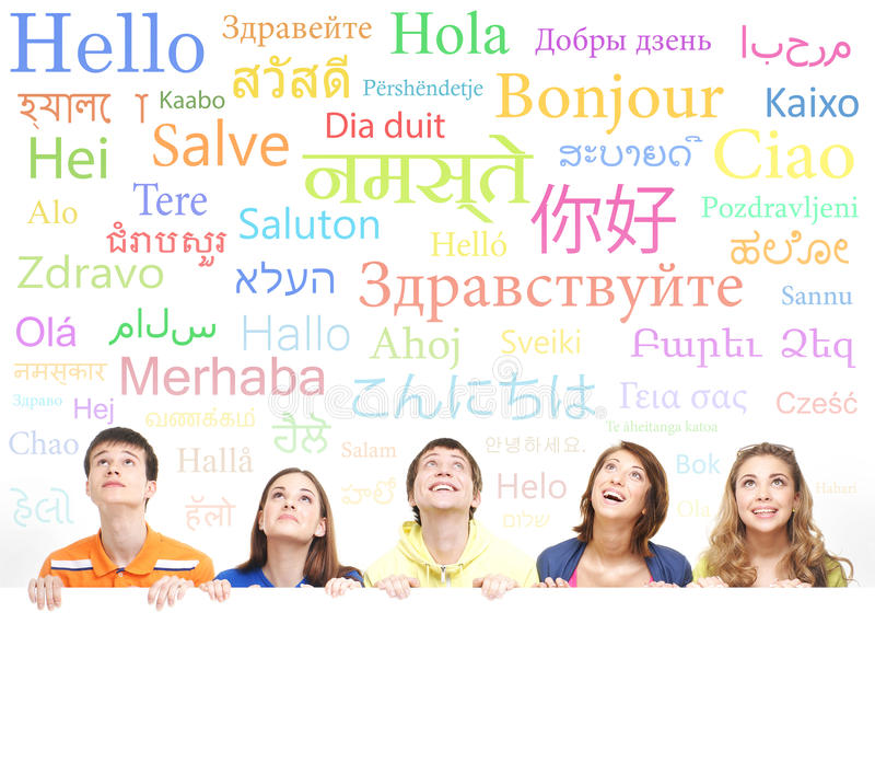 Groep tieners op een achtergrond met woorden royalty-vrije stock foto's
