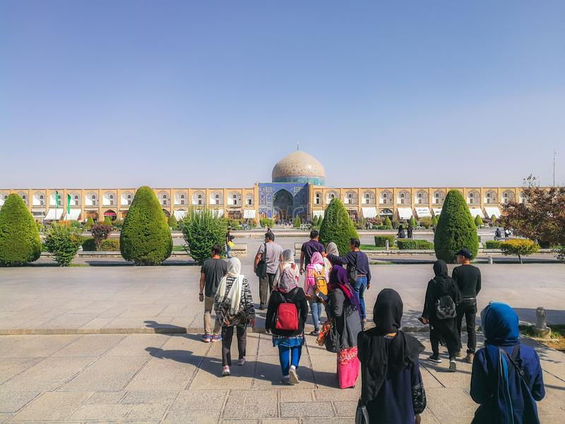 Groep toeristen bij het Vierkant van naqsh-E Jahan Isphahan, Iran royalty-vrije stock foto's