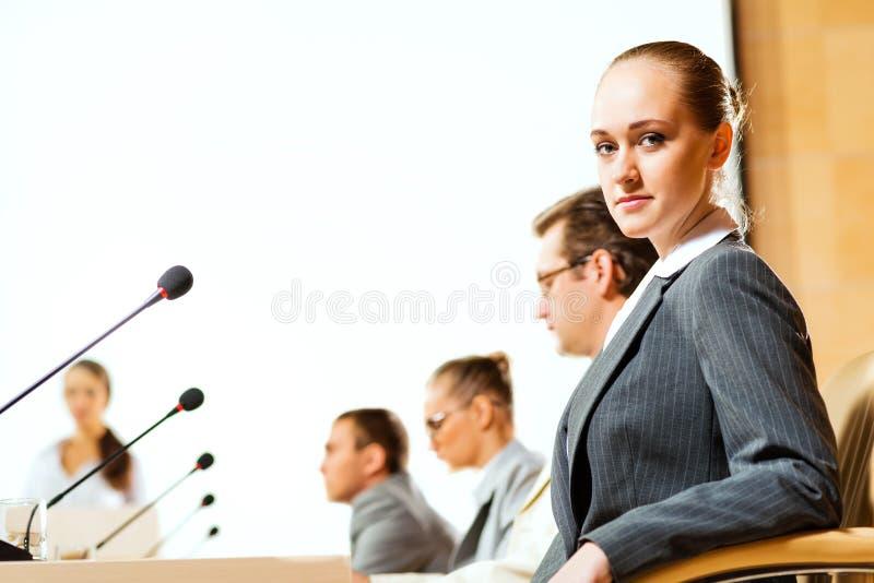 Download Groep Zakenlieden Bij De Presentatie Stock Foto - Afbeelding bestaande uit mensen, mededeling: 29505194