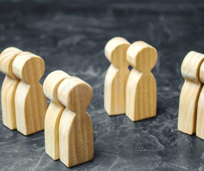 Groepen houten mensen Het concept marktsegmentatie Marketing segmentatie, doelpubliek Marktgroep kopers stock afbeelding