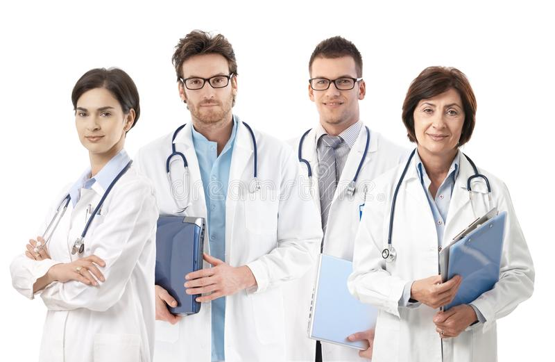 Groepsportret van artsen op witte achtergrond royalty-vrije stock afbeeldingen