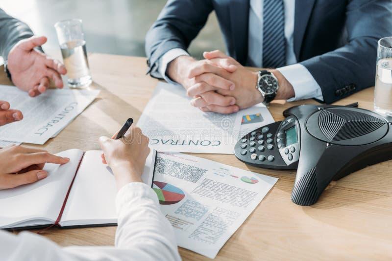 Groepswerk, bureau en ondernemingsklimaat royalty-vrije stock afbeelding