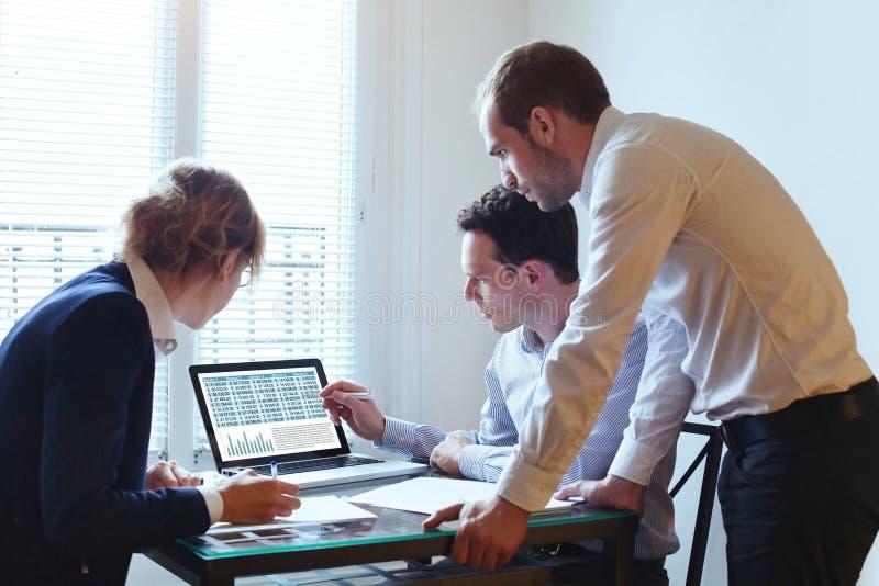 Groepswerk, commerciële vergadering stock foto
