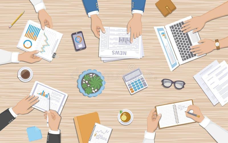 Groepswerk, commercieel vergaderingsconcept Bedrijfsmensen bij het bureau met documenten, laptop vector illustratie