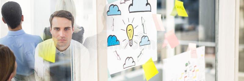 Groepswerk individuele overgang met kleverige nota's stock afbeelding